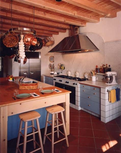 California House IV kitchen